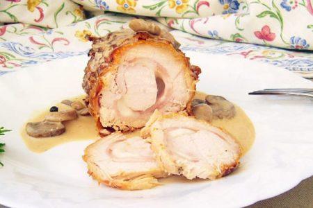 Pollo enrollado de la casa relleno de jamón y queso