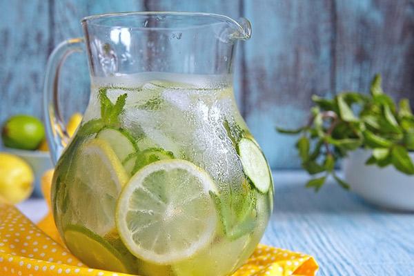 Agua Detox ideal para desintoxicar el organismo.