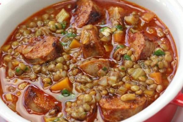 Como preparar unas deliciosas lentejas guisadas con Chorizo