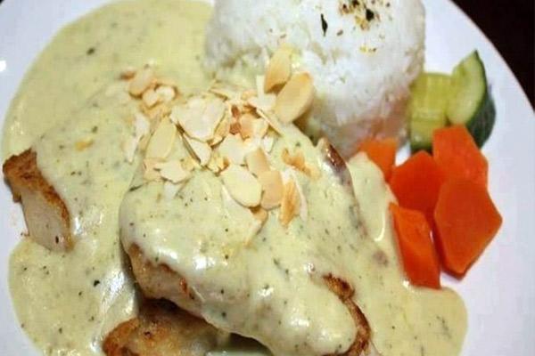 Recetas del Pollo en Salsa de Almendras