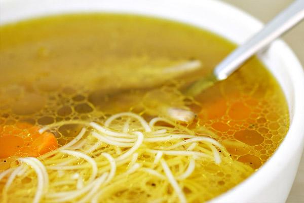 Sopa de Cabellos de Angel y pollo