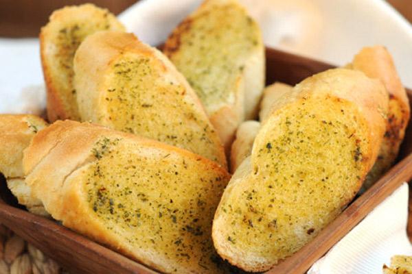 Pan al ajo, receta casera