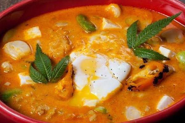 Receta del chupe de pescado con huevo y queso