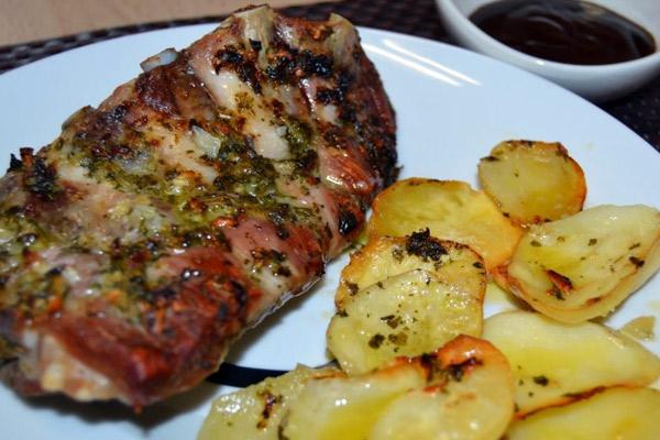 Costillas de cerdo con papas al horno